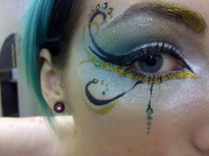 Curly Blue  eye make-up