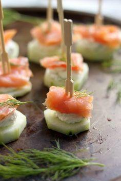 Fingerfood Rezepte Partysnacks mit Gurke Lachs und Dill (Cheese Bites Pizza)