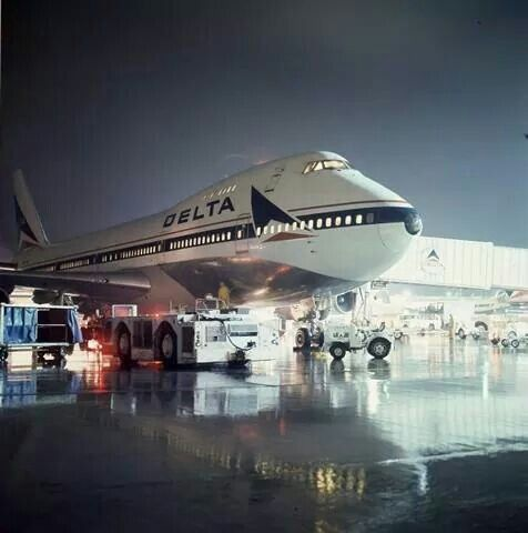 Delta Air Lines Boeing 747-132 What year was this????? I was scared of the big…