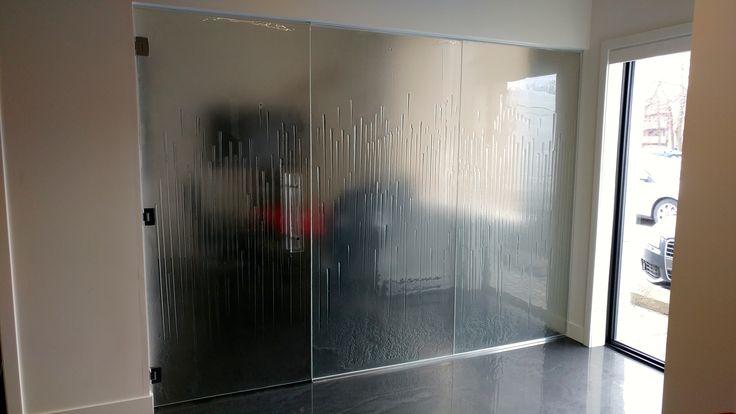 Un mur de conférence fait entièrement de verre thermoformé/ A conférence wall done with thermoforming glass