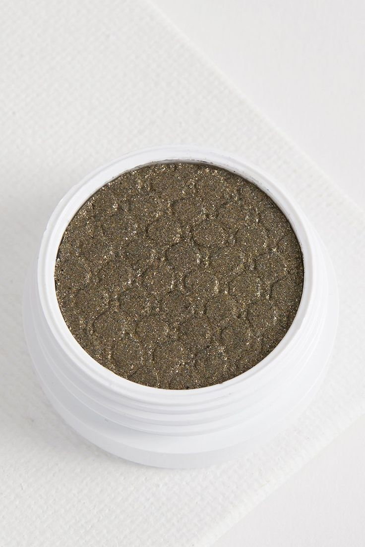 Hammered green eye shadow