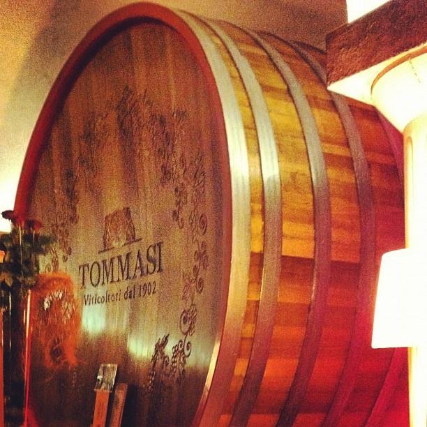 #Tommasi #Magnifica Oak Cask  La botte più grande del mondo 4 metri di diametro e 33.300 lt.  l'ho fotografata da Tommasi in Valpollicella. - @caolila2007   Webstagram