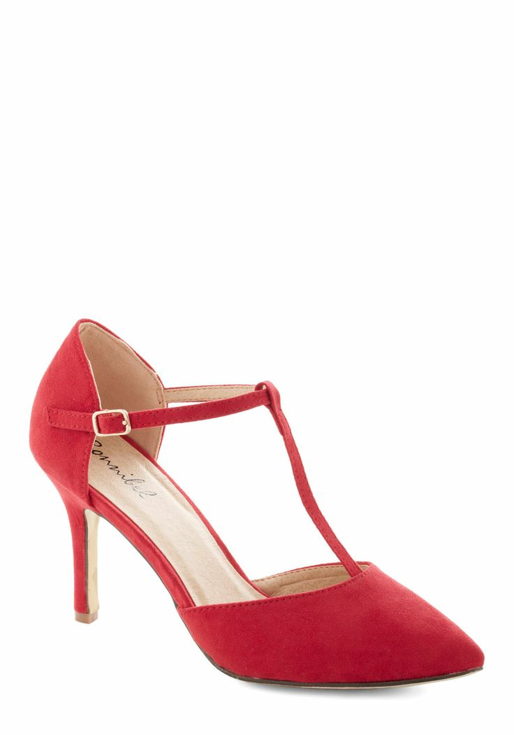 Get It, Got It, Go-See Heel in Red. Flaunt your style savvy and captivating charm by arriving at the casting agency in these pointed heels! #red #prom #wedding #modcloth