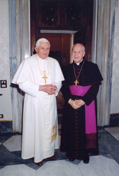 Opus Dei - Fotos de la audiencia de Benedicto XVI al Prelado