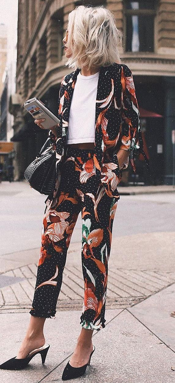 cool outfit idea : floral suit + white top + bag + heels