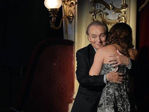 Karel Gott s manželkou Ivanou poté, co se dozvěděl, že získal 40. českého slavíka.