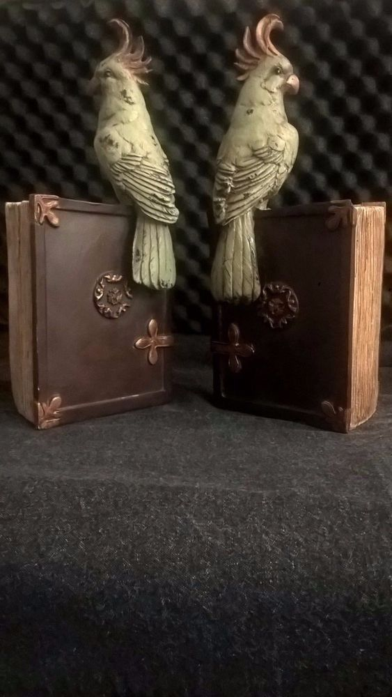Urban Trends Collection 11-inch Resin Parrot Bookends (Set of 2) #UrbanTrendsCollection