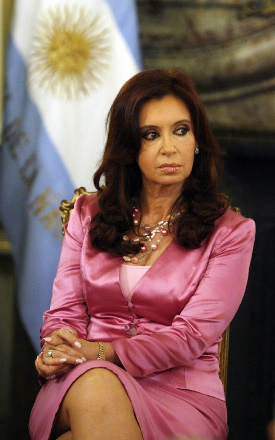 cristina fernandez de kirchner, female former president of argentina. rocking the pink.