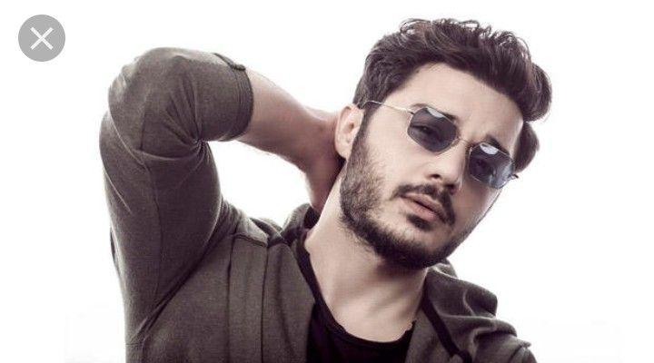 Pin By Zeynepp On 7 Mart Mucizemm Square Sunglasses Square Sunglasses Men Mens Sunglasses