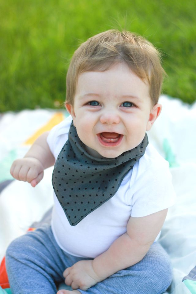 DIY Baby Bandana Bib - FREE Sewing Pattern and Tutorial
