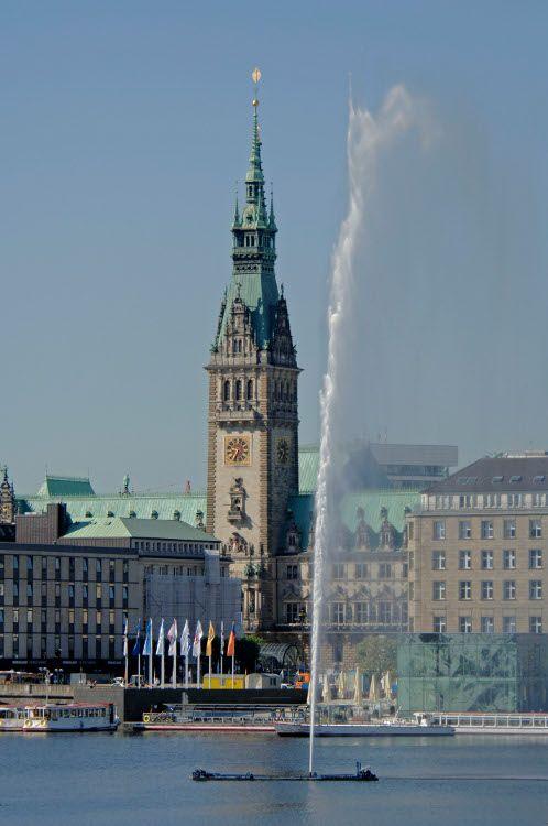 Inner Alster Hamburg - an sonnigen Tagen an der Alster ein Päuschen zu machen und das Wasser und die Menschen zu beobachten ist unbezahlbar. Und für uns Baboristas ein gern besuchter Ort