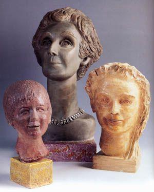 """Füreya Koral, """"Aliye Berger, Sara Koral Aykar, Memoş Şenol"""" plaster, terracota, 54-33-29 cm, 1979 (Erdinç Bakla archive)"""