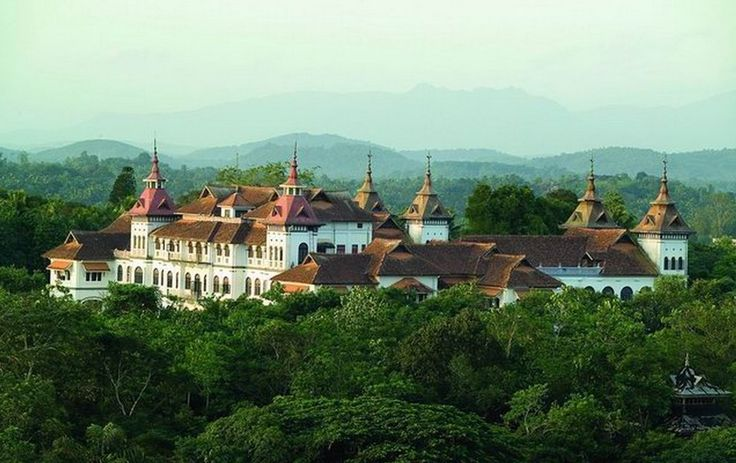 Kowdiar Palace, Trivandrum | 15 Palaces In India That Look Too Magical To Be Real