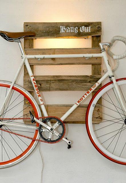 Wieszak na rower z palety
