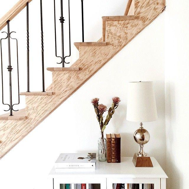 J'avais rien à faire ce matin alors j'ai aménagé un nouveau petit coin dans la maison • Quand les barreaux d'escalier seront tous installés ce sera encore plus mignon