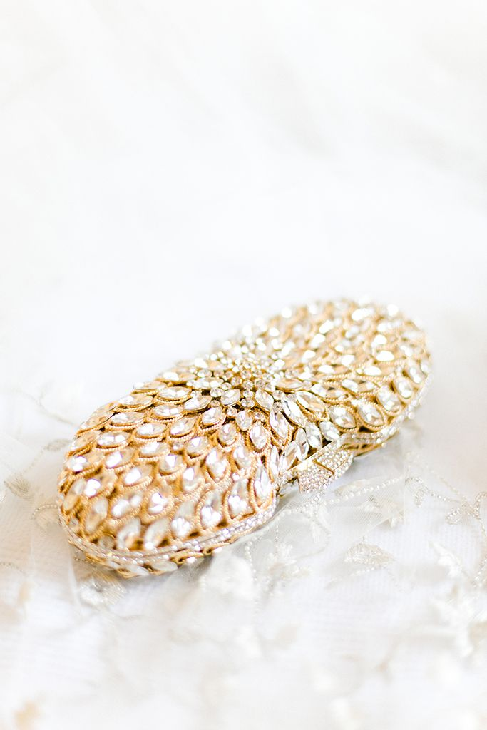 For many brides a classic clutch is the #weddingaccessory of choice. It's a chic way to stash all your essentials, plus, it doesn't take up too much space, now does it? www.hannamonika.com