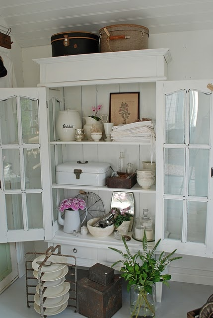 if I had a B shop, this is what it would look like... Dutch enamel bread boxes, French plate carriers, European enamelware are already part of my inventory – I would just need that fabulous white display cabinet :)