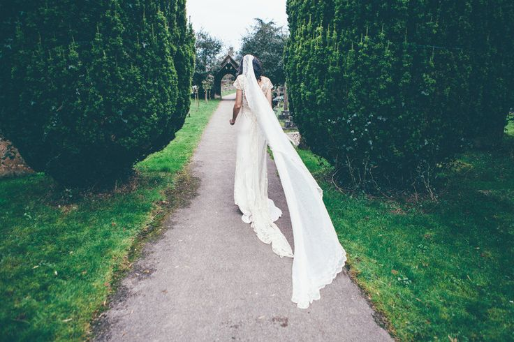 Bridal Veil | Winter Wedding | The Olde Bell | Knot & Pop Wedding Stylists | Jane Bourvis | September Pictures | Ellie Gillard Photography | http://www.rockmywedding.co.uk/zeba-nick/