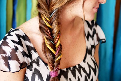 Weave pieces of yarn into a fishtail braid.: Fish Tail, Idea, Hairstyles, Hair Styles, Color, Fishtailbraid, Yarns, Fishtail Braids, Beauty