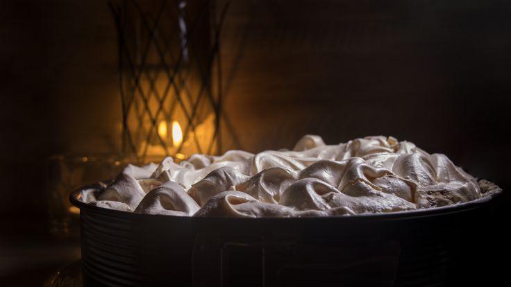 Rhabarberkuchen mit Baiser. Sieht nicht nur toll aus, sondern schmeckt auch geil! Für eine kleine Spende für den mittellosen Fotografen gibt's das Rezept