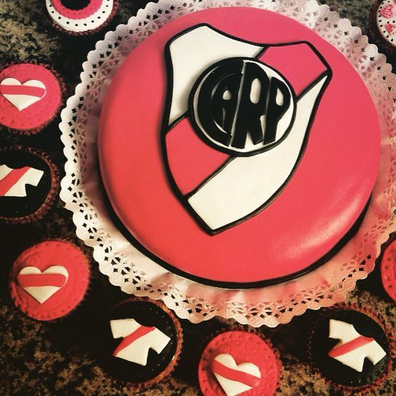 Cumpleaños de River para niños http://tutusparafiestas.com/14136/ #cumpledelriver #CumpleañosdeRiverparaniños #decoraciondecumpleañosdelriverplate #decoracionparacumpledelriver #decoracionparafiestadelriver #decoracionparafiestainfantildelriverplate#fiestadelriverplate #fiestadelriverplateparaniños #fiestainfantilcontemadelriverplate #fiestainfantildelriverplate #fiestainfantiltematicadelriverplate #fiestatematicadelriverplate