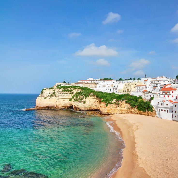 La plage du Carvoeiro au Portugal