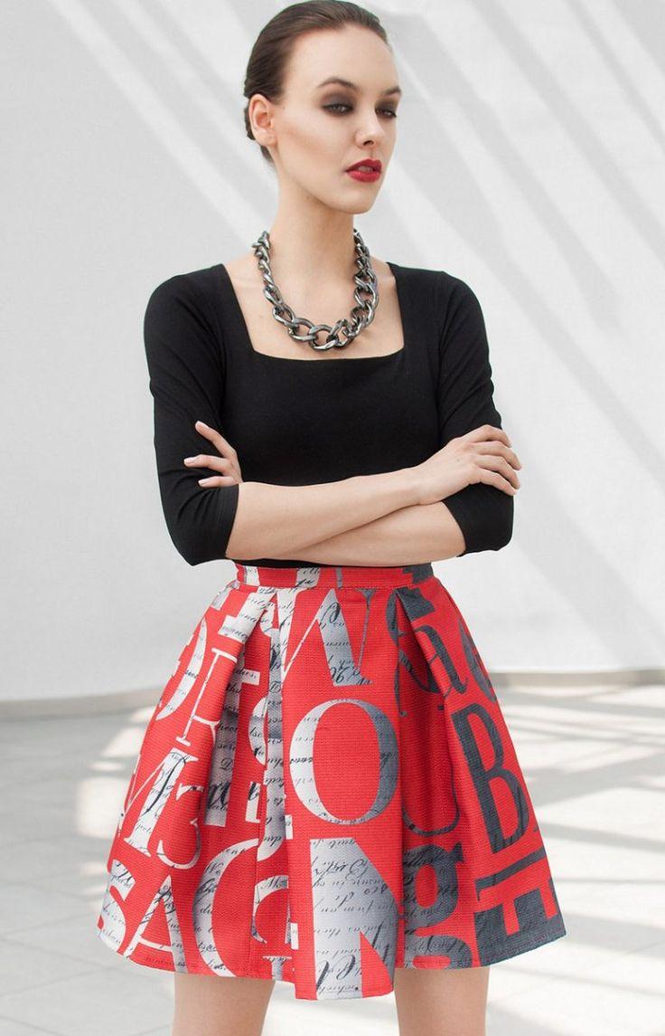Monnom CR spódnica czerwona Świetna mini spódnica, rozkloszowany fason, wykonana ze sztywnego i sterczącego materiału