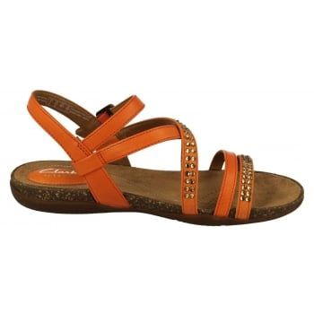 Offering everyday style and comfort, the Clarks Women's Autumn Peace Sandals boast a luxurious leather lining and chic crossover straps. An elegant buckle fastening and full leather uppers provide a charming finish to a lightweight, casual sandal. http://www.marshallshoes.co.uk/womens-c2/clarks-womens-autumn-peace-orange-leather-sandals-p4584
