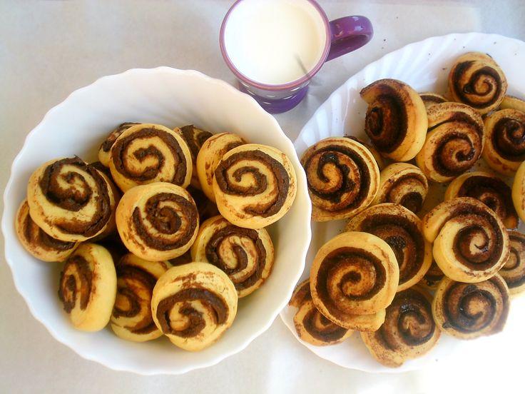 Ezt a mennyei kelt tésztát a hűtőben szokás keleszteni, úgyhogy vendégek elkápráztatására is kiváló lehetőség!