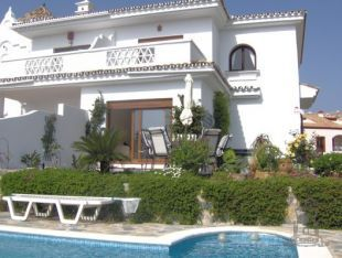 Superb semi detached villa with private swimming pool and beautiful gardens, located in an elevated position on Duquesa Golf.