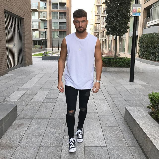 Tee: @topman Jeans: @setinstone_clothing Kicks: @convers Watch: @burtleybaines Chain: @chainedandable #LdnFashion #mwstyle - For promotional enquirers contact: Schmarvin@hotmail.co.uk - Snapchat: SAMMARV  Facebook: Sam Christopher Hutchings Marvin