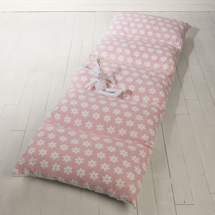 This Roll Up Mattress Makes An Easy To Use Extra Kids Bed The Five Squidgy Pillows Don T Require Any Inflation Either