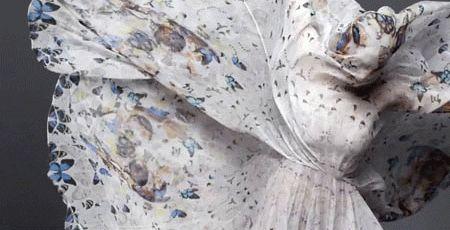 Alexander McQueen et Damien Hirst revisitent le foulard crâne