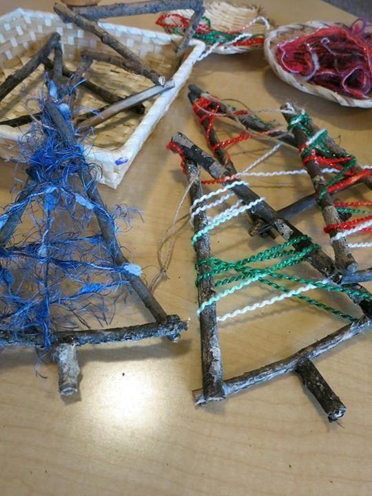 Egy kis maradék fonalból is lehet csodás karácsonyi díszeket készíteni.