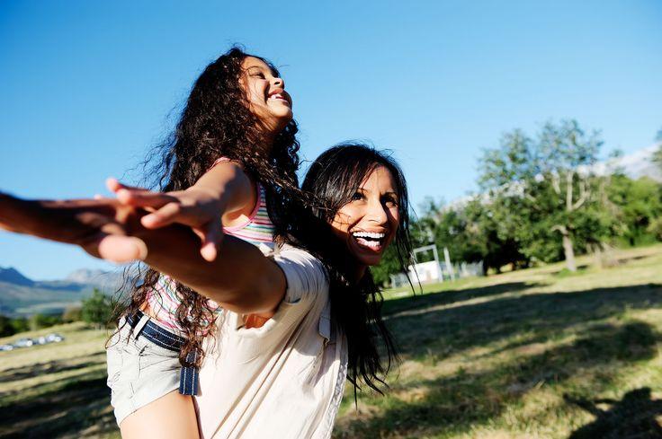 """""""Anne oyun oynayalım mı ?"""" Çocuğunuz tek başına oynamaktan çabuk sıkılıyor ve sürekli sizinle birlikte mi oynamak istiyor? Size yardımcı olacak 5 ipucumuz var. #çocukgelişimi #ebeveynlik #oyunoynamak #gelişim"""