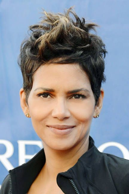 Famous Actress,Mommy To Nahla Berry Makeups Model Halle Berry At The 20th AEIFRLWFWM Wearing Her Trademark  Hairdo.
