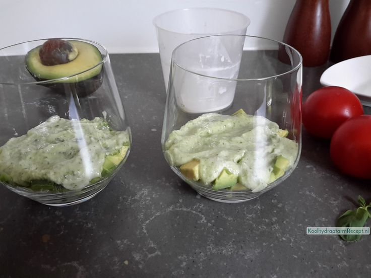 mozzarella crème met tomaat en avocado