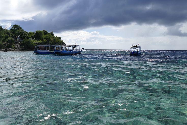 Pulau Menjangan, Gewitterwolken und glasklares Wasser