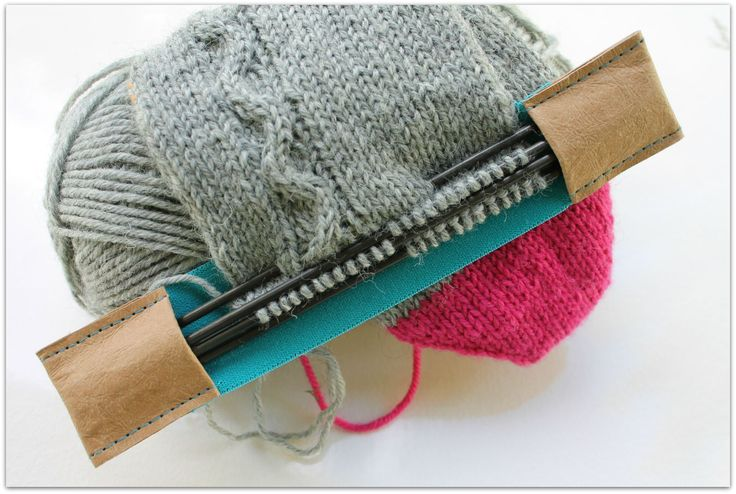 SnapPap - holder for double pointed knitting needles