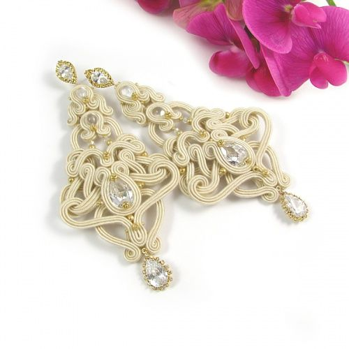 Soutache, bridal earrings with cubic zircons. www.pillowdesign.pl #bride #bridal #wedding #bridaljewellery #bridaljewelry #ecru #cream