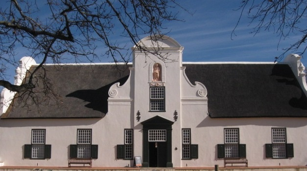 Groot Constantia - oldest wine estate in South Africa and a perfect example of Cape Dutch architecture - Tours du Cap