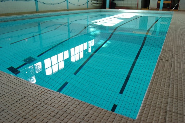 Swimming pool on campus city of glasgow college - Deans community high school swimming pool ...