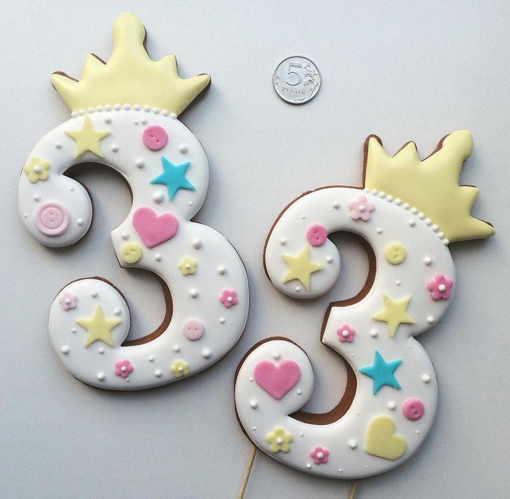 """152 Likes, 7 Comments - Сладкие подарки (@pryanichnaya_lavka) on Instagram: """"Троечки для маленькой принцессы ⭐️ #пряникиармавир #пряникиназаказ #имбирныепряники…"""""""