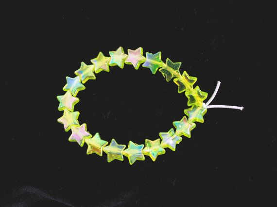 Holographic Lime Green Shooting Star Bracelet // 90s Vintage Inspired Iridescent Beaded Neon Stars Bracelet // Kawaii Pastel Goth Jewelry