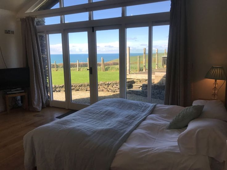 in Boscastle, United Kingdom. Situated on the outskirts of beautiful Boscastle and 100 meters from the coastal path. The Boatshed is a detached studio.  It has wonderful sea views, its own sun deck and parking.  The large open plan living/sleeping has floor to ceiling windows ...