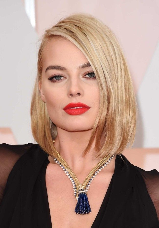 """Million dollar baubles: the most expensive jewellery at the 2015 Oscars  : Margot Robbie Robbie's vintage Van Cleef and Arpels necklace took 600 hours to create using 150 diamonds and 300 sapphires set in 18-carat gold. It was originally made for the Duchess of Windsor in 1938 and is known as the Zip Antique. Its value: over $1.9 million, which Robbie described on the red carpet as """"worth more than my life""""."""