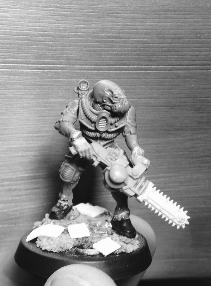 It's been a while since I posten any of my own stuff on the blog. I haven't been able to do much modeling and painting since Armies on Para...