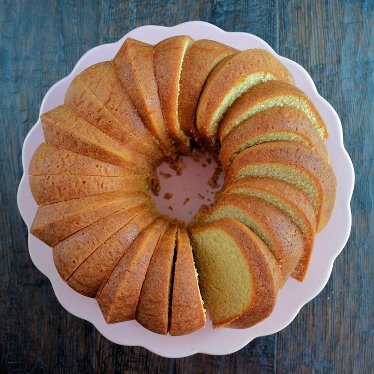 Een heerlijk recept om zelf een kruidcake te bakken. Deze kruidcake is pittig van smaak, geurt heerlijk en is niet zo heel erg zoet door de kruiden.