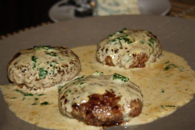 Sauce roquefort   voilà une recette desauce roquefort pour accompagner vos steacks hachés pour un repas simple et rapide qui plaira aux grands, des steak