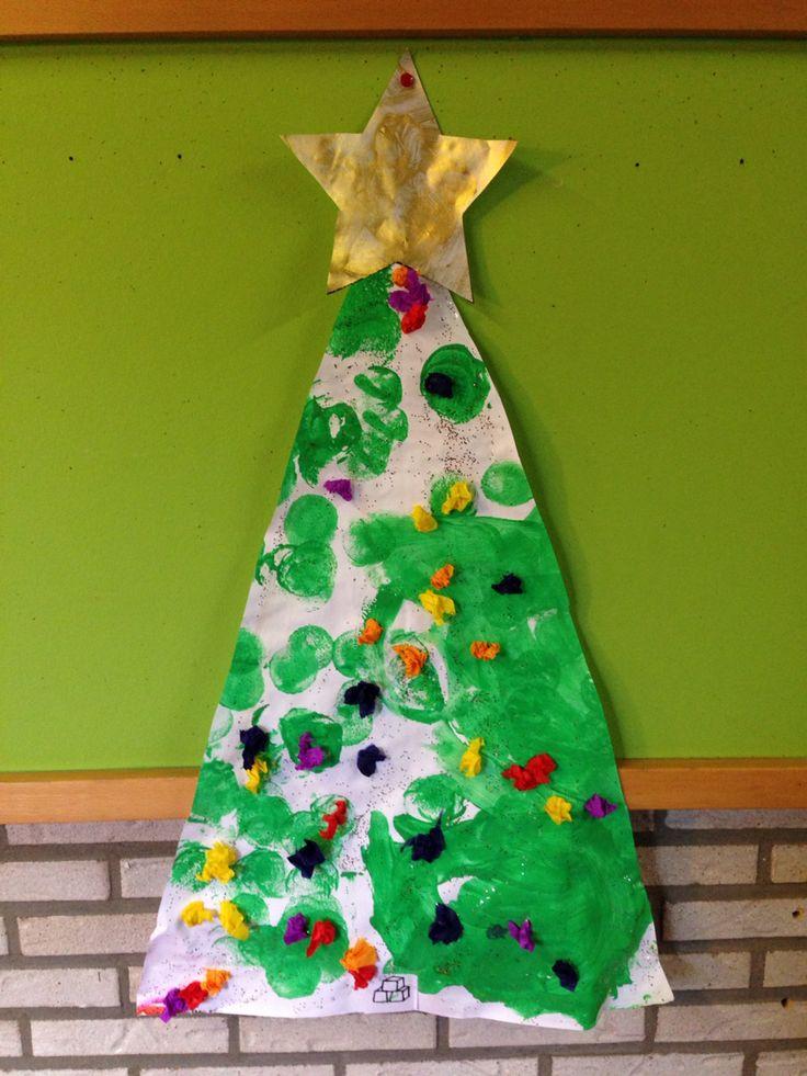 Kerstboom: stempelen en propjes kleven in glitterlijm